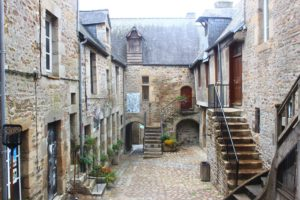 Walk in Villedieu